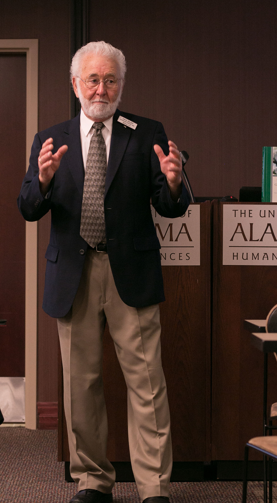 Internationally acclaimed research grant trainer David G. Bauer makes his case for research funding at a fall 2017 training program conducted on the UA campus.